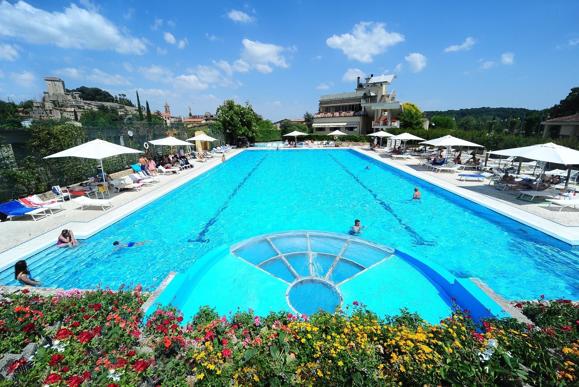 Camping village parco delle piscine toscane itali for Camping delle piscine sarteano