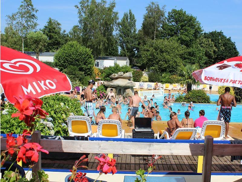 Camping de la piscine bretagne frankrijk anwb camping for Camping de la piscine aigle